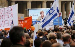 Merkel, em sua intervenção no protesto contra o antissemitismo. /THOMAS PETER (REUTERS)