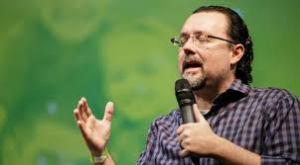 Pastor Carlos Bezerra pregando
