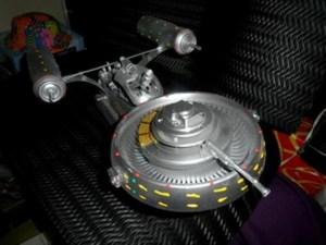 Escultura inspirada na USS Enterprise, nave da série Star Trek (Foto: Amilton Leite/Arquivo pessoal)