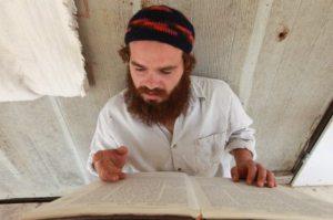 judeus-israelenses-estudando-a-biblia