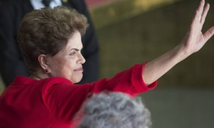 Dilma Rousseff foi afastada definitivamente pelo Senado nesta quarta-feira, mas manteve seus direitos políticos - Leo Correa / AP